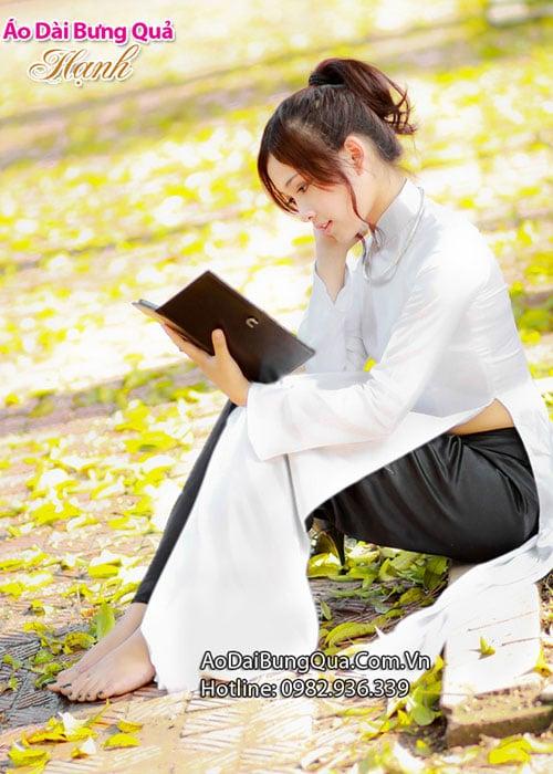 Áo dài trắng phi bóng trơn cổ truyền thống viền trắng tay dài