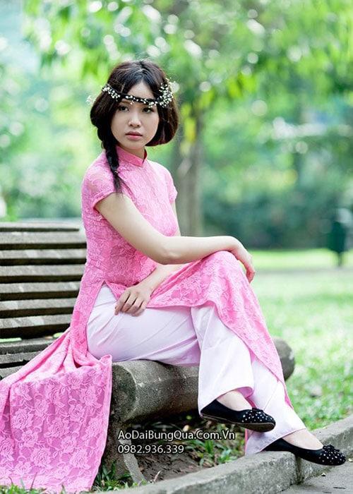Áo dài hồng phấn ren hoa cổ truyền thống tay ngắn cúp ngực