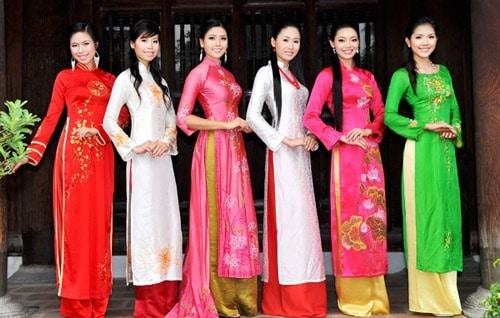 Áo dài may sẵn nhiều mẫu mã rẻ đẹp tại Sài Gòn 01