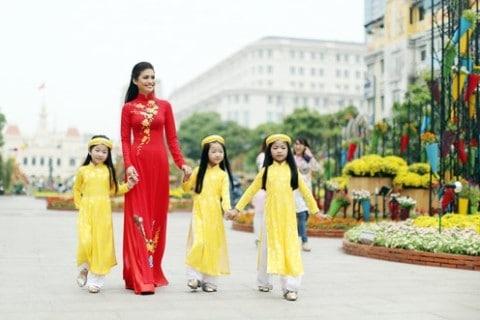Áo dài may sẵn nhiều mẫu mã rẻ đẹp tại Sài Gòn 03